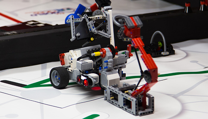 LEGO BATTLE BOTS CAMP